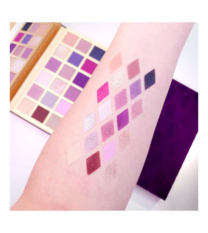 MAKEUP REVOLUTION 32 Shade 16g Eyeshadow Palette Nude and